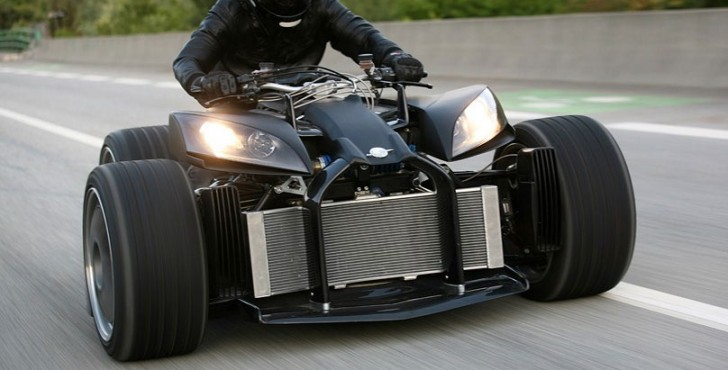 Wazuma V12 – oh la la, or How to Ride a Trike (almost) with a BMW V12 engine
